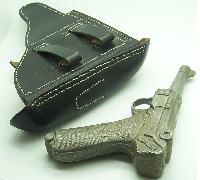 Reinactors Luger and Gun