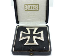Cased 1st Class Screwback Iron Cross by L55