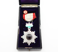 Cased Order of the Rising Sun 6th Class w Rosette