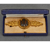 Cased Luftwaffe Bomber Clasp in Gold