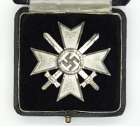 Cased 1st Class War Merit Cross with Swords by 84
