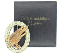 Cased Luftwaffe Paratrooper Badge by JMME