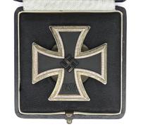 Cased Screwback 1st Class Iron Cross by L/52