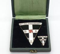 Cased Frauenschaft Badge set by S&L